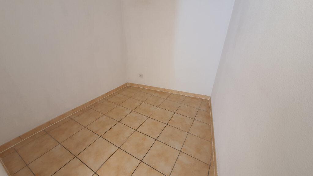 Appartement à louer 2 54m2 à Nîmes vignette-7