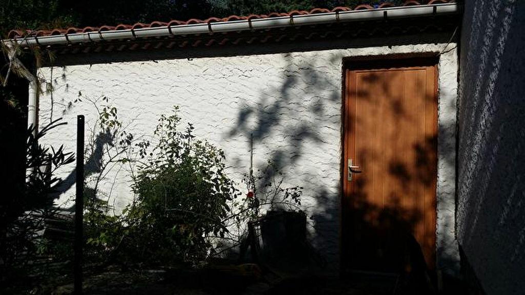 Maison à louer 5 91.89m2 à Milhaud vignette-7