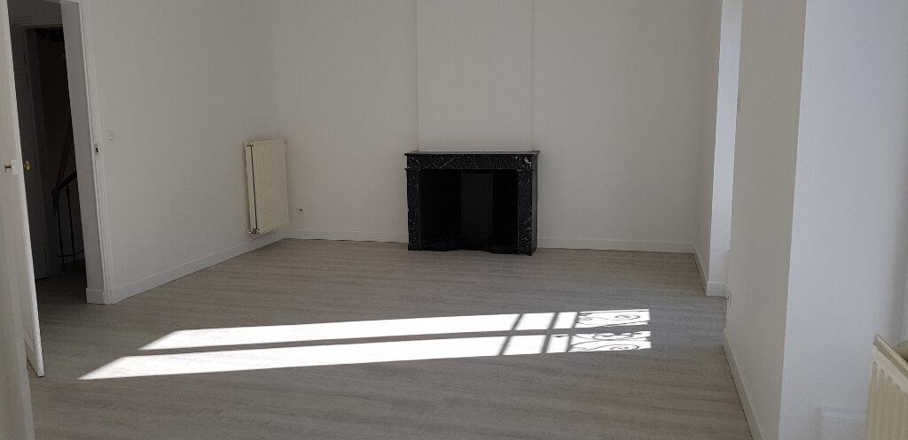 Appartement à louer 3 68.87m2 à Nîmes vignette-1