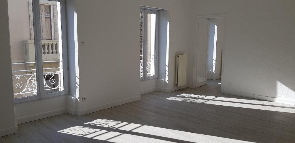 Appartement à louer 3 68.87m2 à Nîmes vignette-2