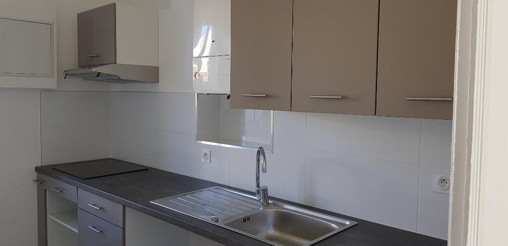 Appartement à louer 3 68.87m2 à Nîmes vignette-4