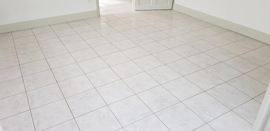 Appartement à louer 3 68m2 à Nîmes vignette-3