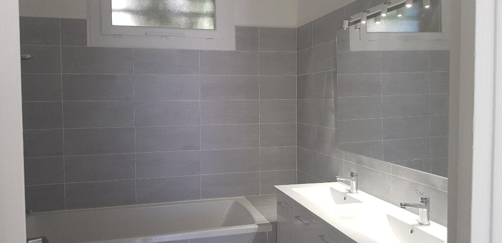 Appartement à louer 3 68m2 à Nîmes vignette-5