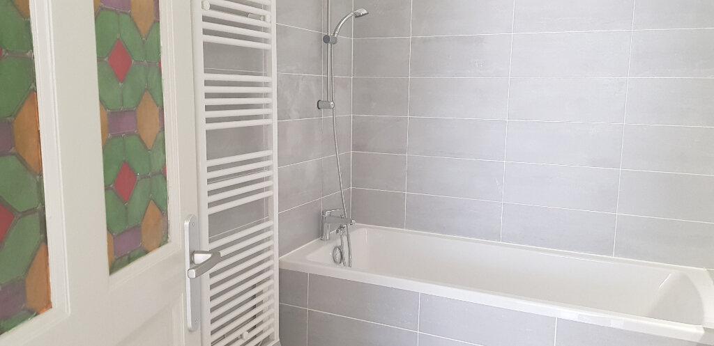 Appartement à louer 3 68m2 à Nîmes vignette-6
