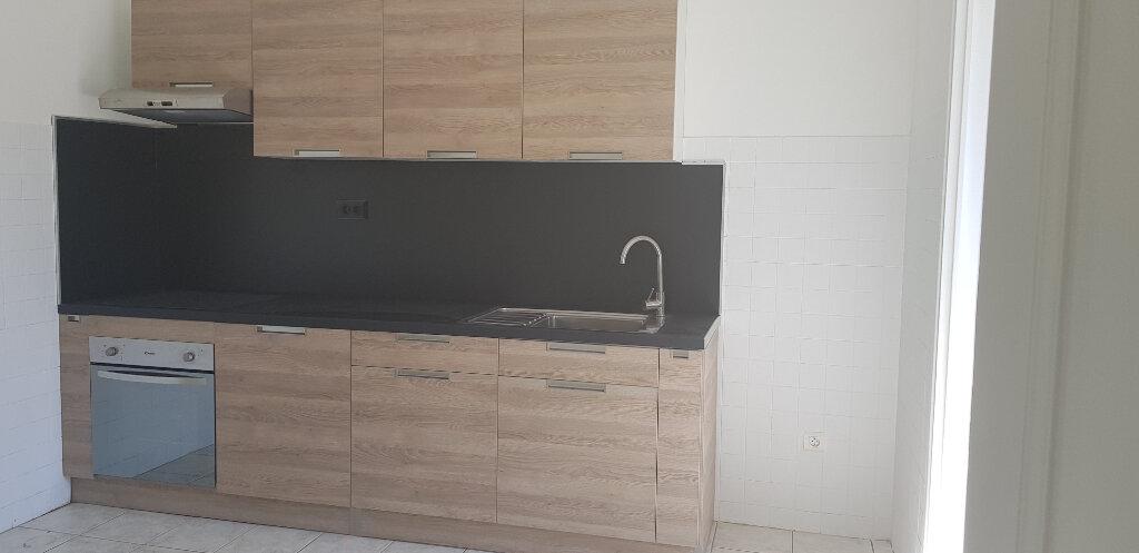 Appartement à louer 3 94.41m2 à Nîmes vignette-1