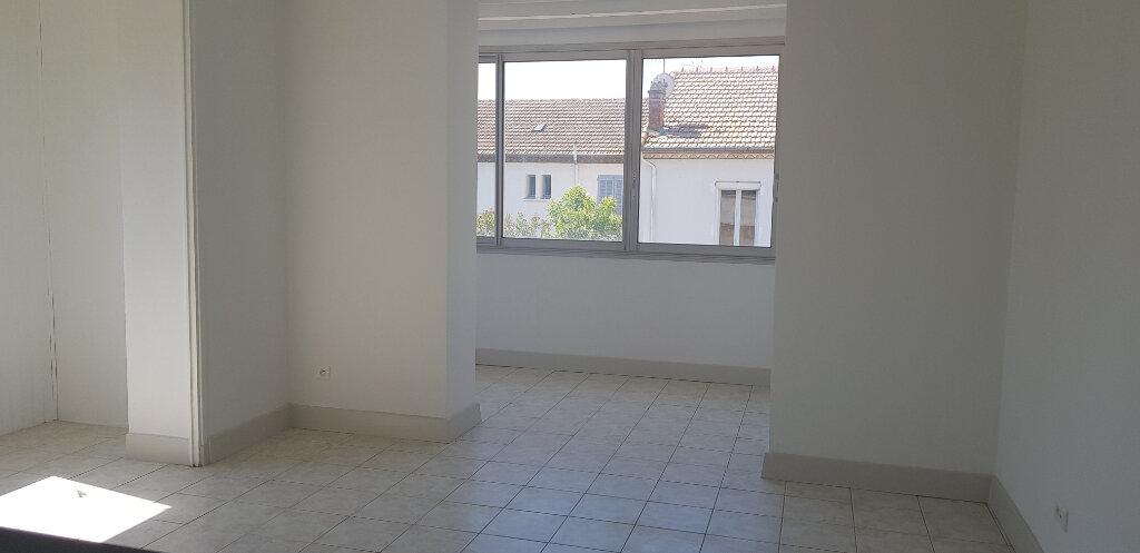 Appartement à louer 3 94.41m2 à Nîmes vignette-2