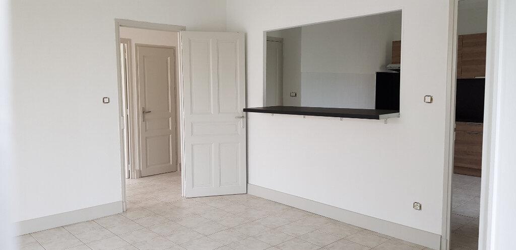 Appartement à louer 3 94.41m2 à Nîmes vignette-3
