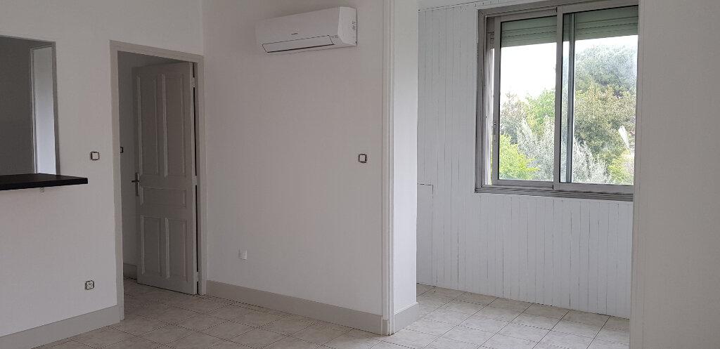 Appartement à louer 3 94.41m2 à Nîmes vignette-4