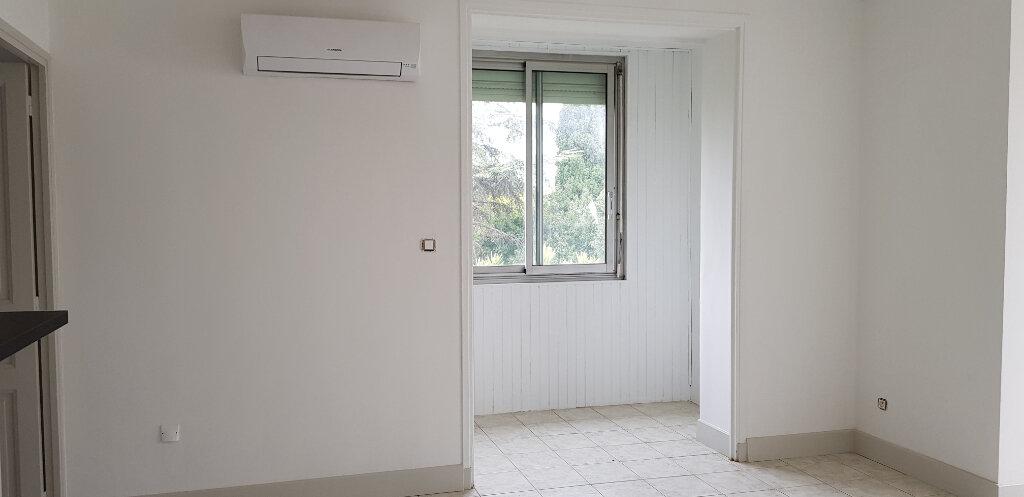 Appartement à louer 3 94.41m2 à Nîmes vignette-5