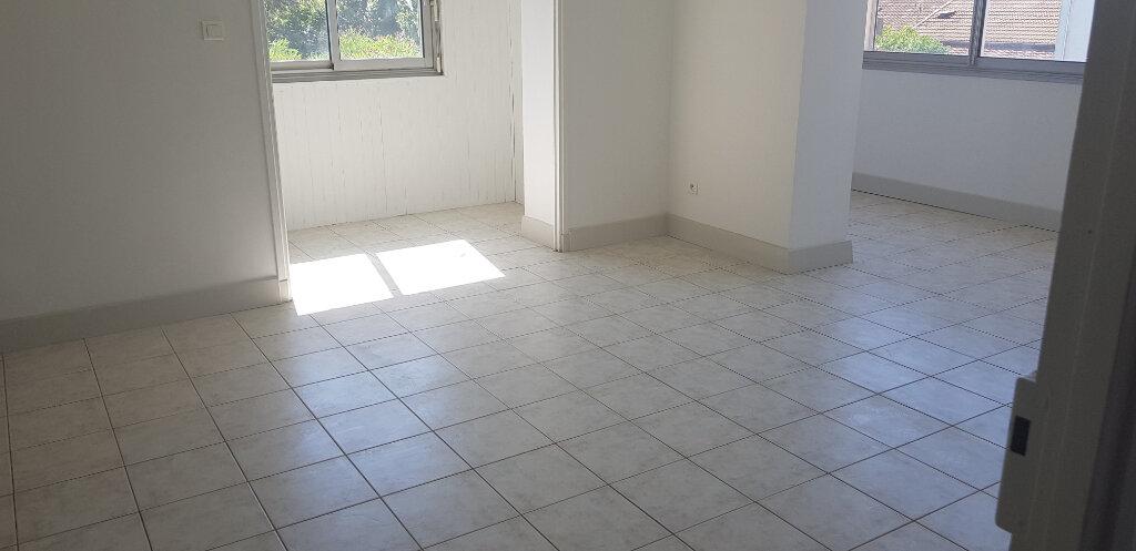 Appartement à louer 3 94.41m2 à Nîmes vignette-6