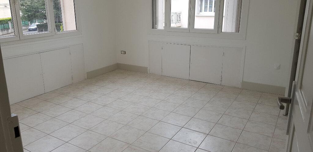 Appartement à louer 3 94.41m2 à Nîmes vignette-9