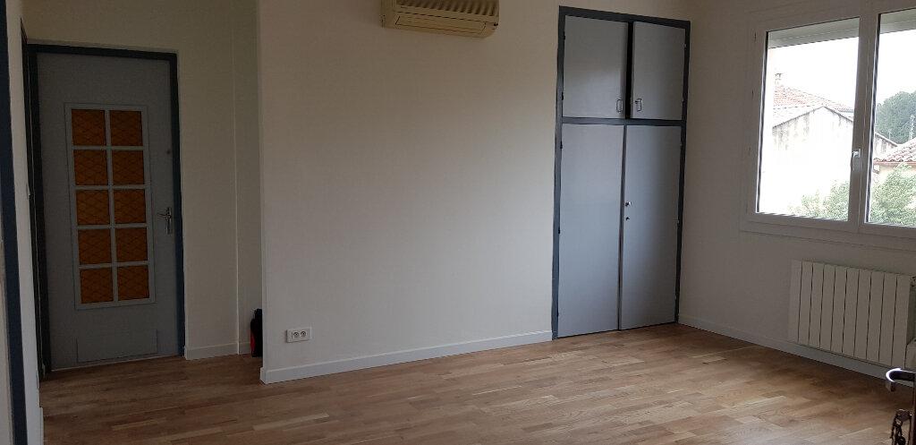 Appartement à louer 3 69.72m2 à Nîmes vignette-1