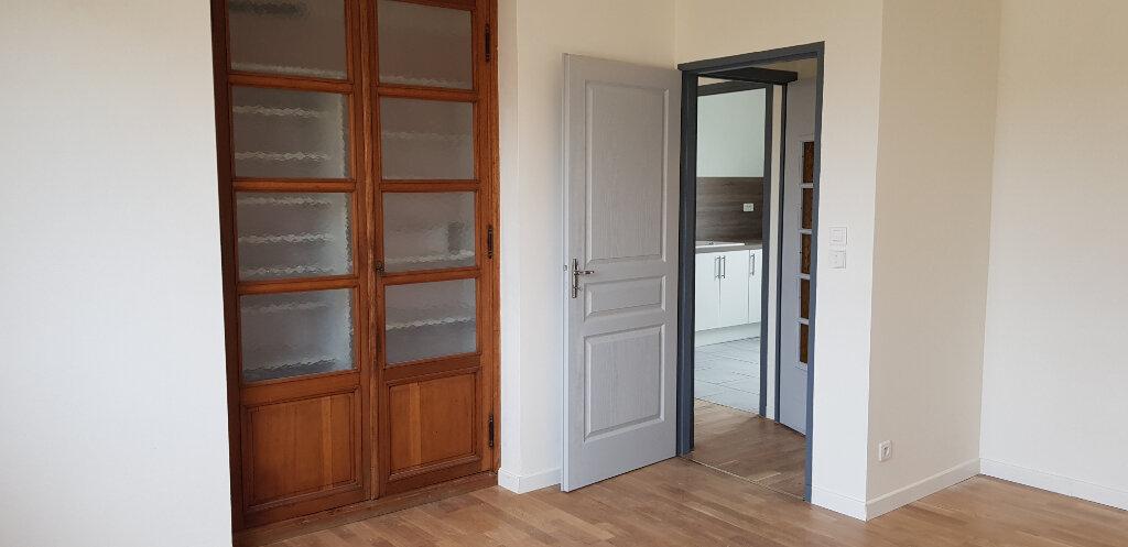 Appartement à louer 3 69.72m2 à Nîmes vignette-5