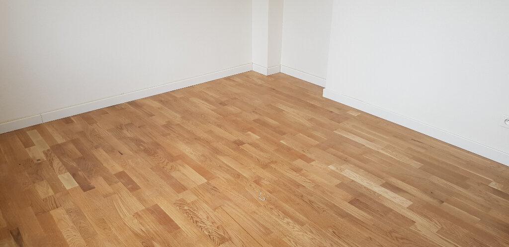 Appartement à louer 3 69.72m2 à Nîmes vignette-6