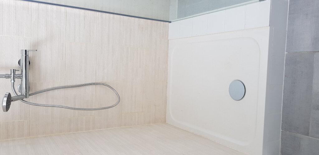 Appartement à louer 3 69.72m2 à Nîmes vignette-9