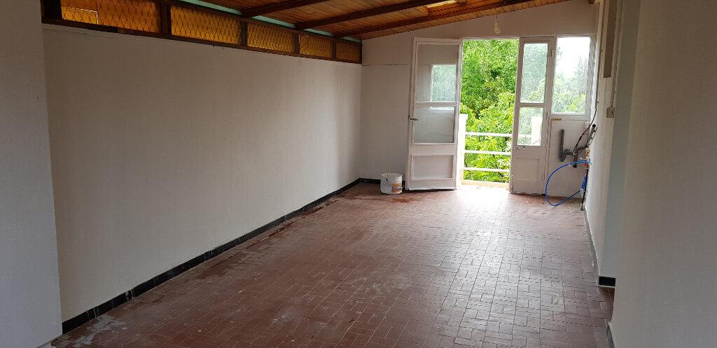 Appartement à louer 3 69.72m2 à Nîmes vignette-10