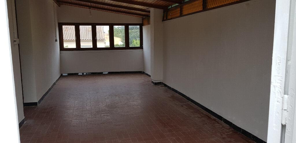 Appartement à louer 3 69.72m2 à Nîmes vignette-11