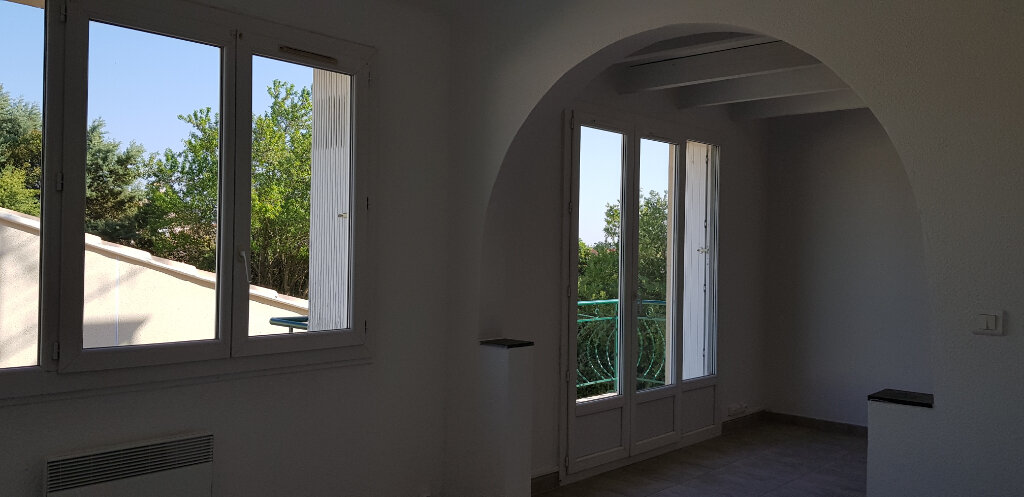 Appartement à louer 3 66.44m2 à Marguerittes vignette-3