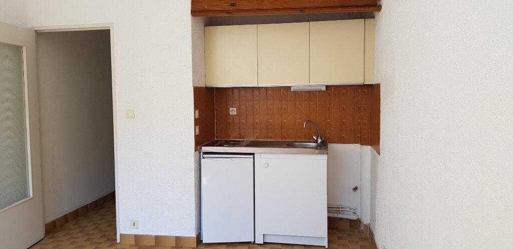 Appartement à louer 1 21.28m2 à Nîmes vignette-2