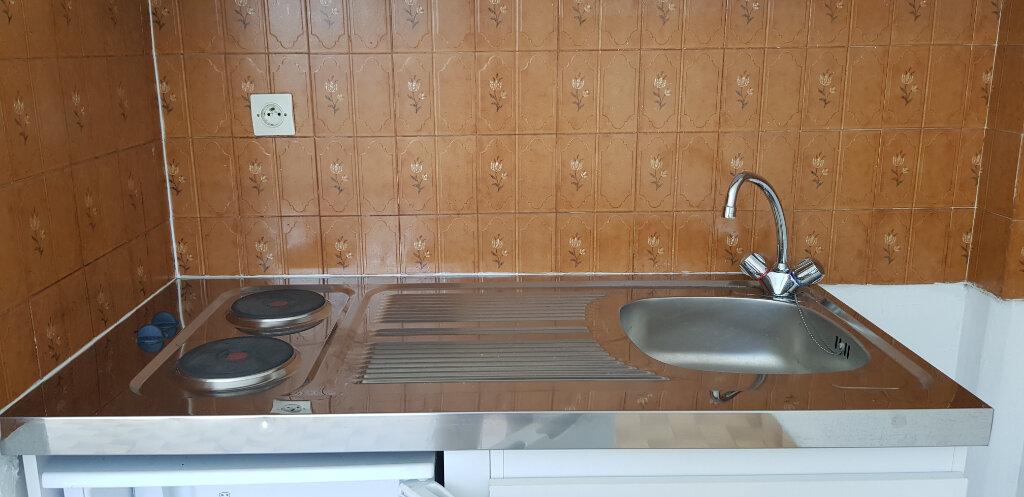 Appartement à louer 1 21.28m2 à Nîmes vignette-3