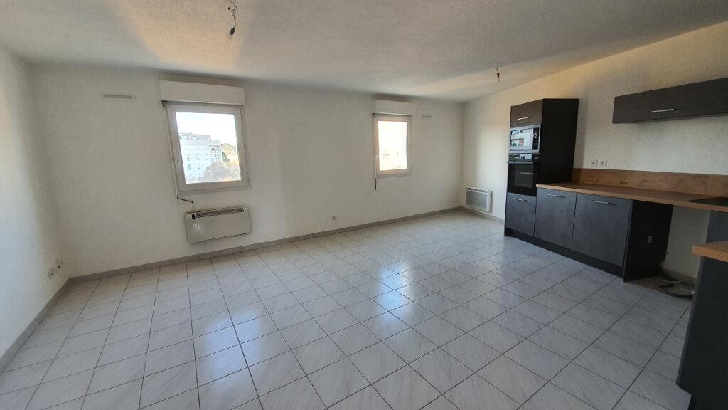 Appartement à louer 2 51.02m2 à Nîmes vignette-1