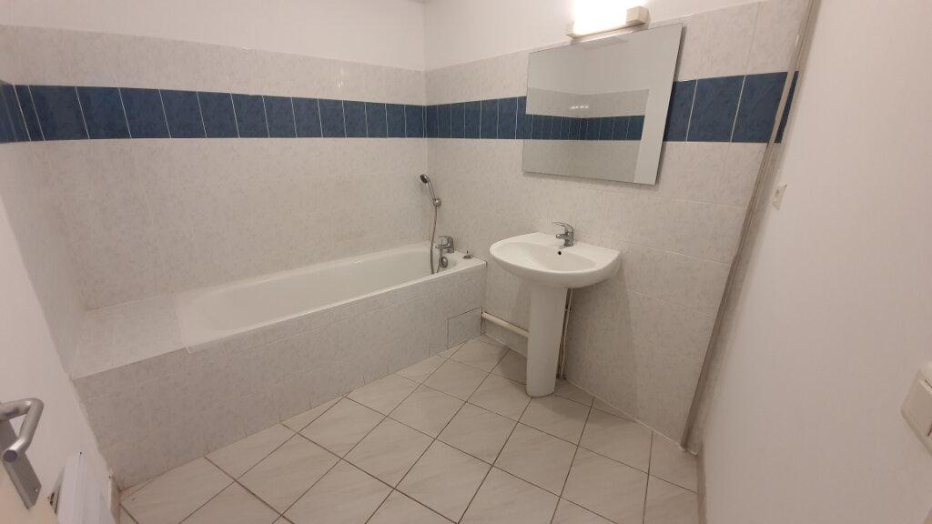 Appartement à louer 2 51.02m2 à Nîmes vignette-6