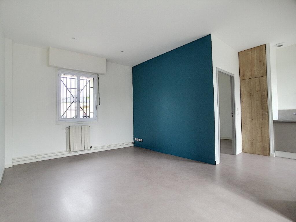 Appartement à louer 2 42.9m2 à Clermont vignette-1