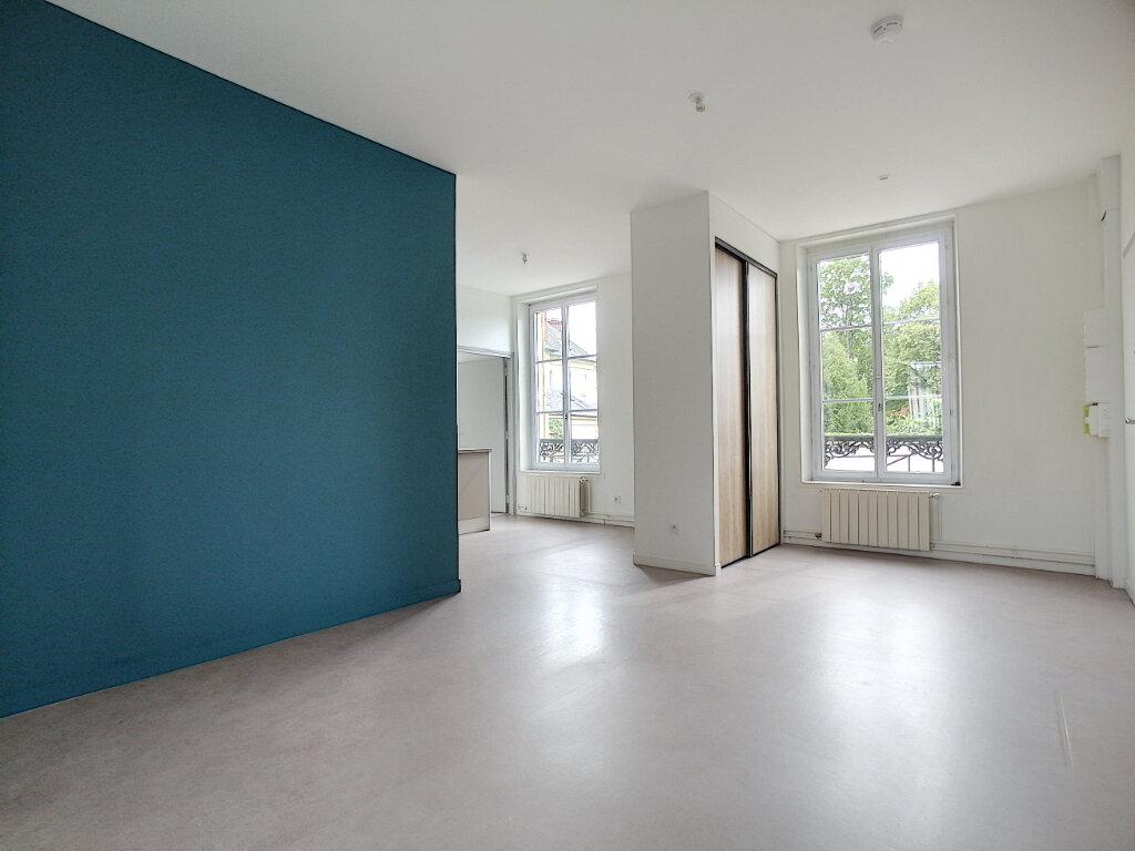 Appartement à louer 2 42.9m2 à Clermont vignette-2
