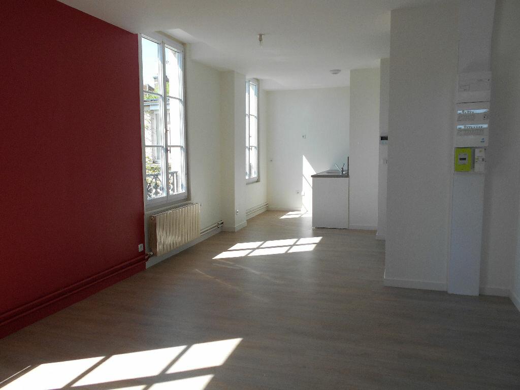 Appartement à louer 3 51.65m2 à Clermont vignette-1