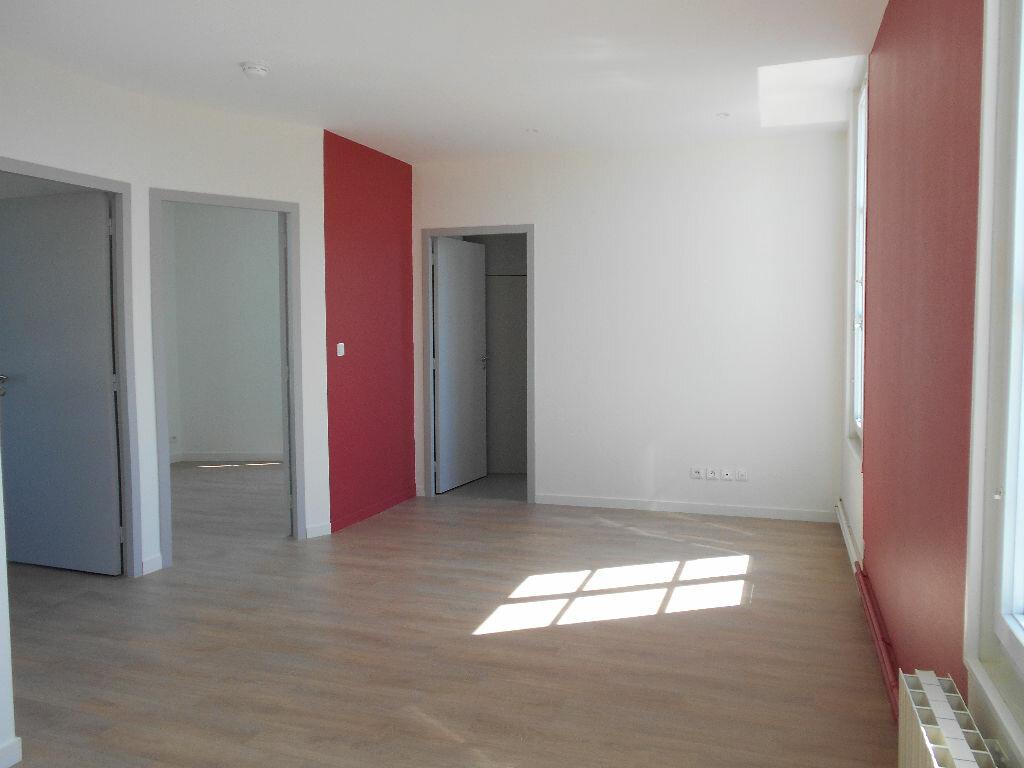 Appartement à louer 3 51.65m2 à Clermont vignette-2