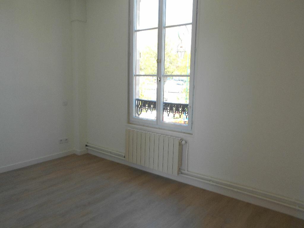 Appartement à louer 3 51.65m2 à Clermont vignette-4