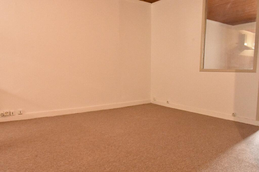 Appartement à louer 1 43.3m2 à La Rochelle vignette-4