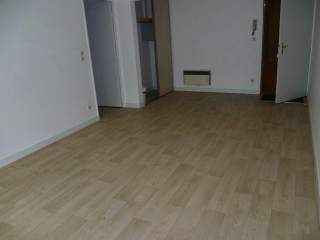 Appartement à louer 2 47.9m2 à La Rochelle vignette-1
