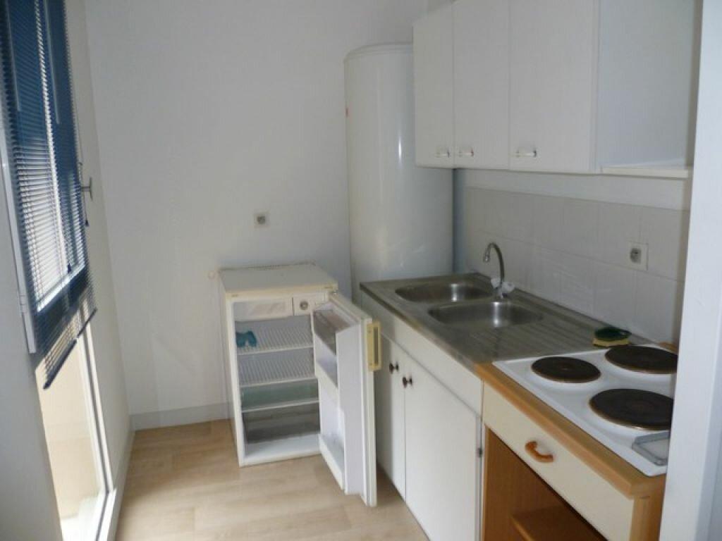 Appartement à louer 2 47.9m2 à La Rochelle vignette-2
