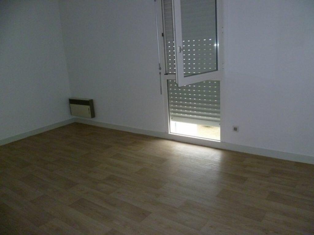 Appartement à louer 2 47.9m2 à La Rochelle vignette-3