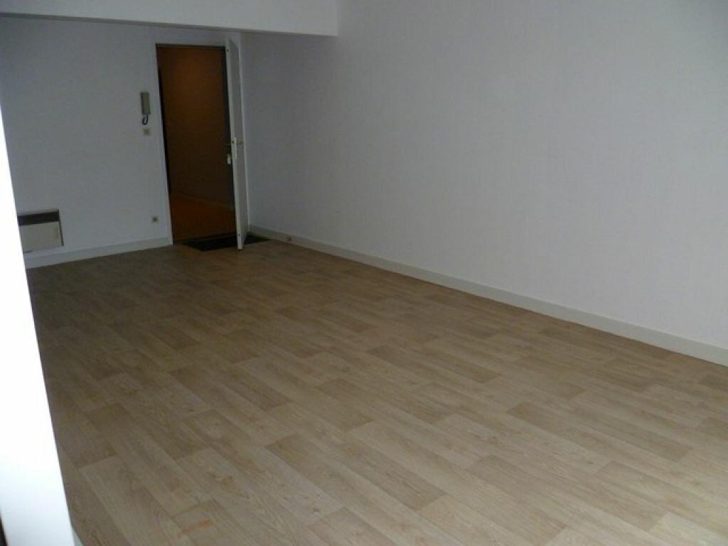 Appartement à louer 2 47.9m2 à La Rochelle vignette-4