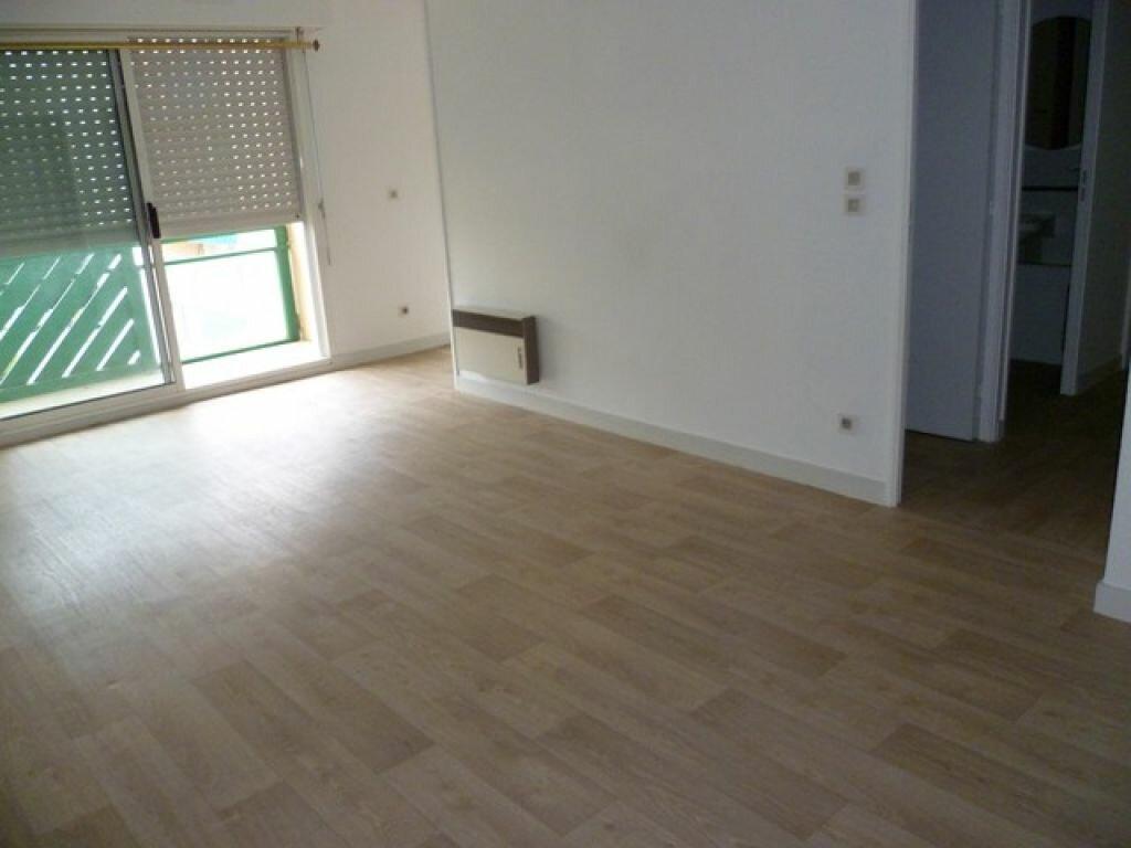 Appartement à louer 2 47.9m2 à La Rochelle vignette-5