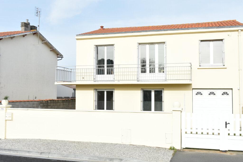 Maison à vendre 4 100.62m2 à Angoulins vignette-1