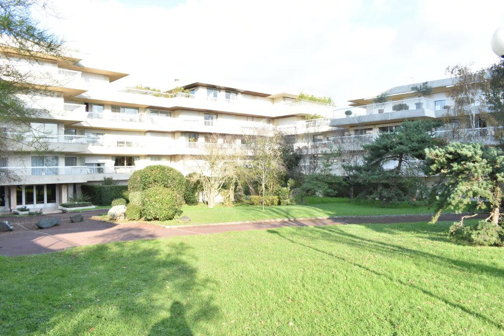 Appartement à louer 3 61.97m2 à La Rochelle vignette-1