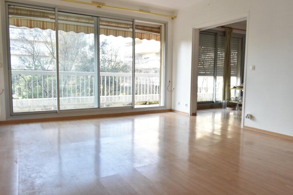 Appartement à louer 3 61.97m2 à La Rochelle vignette-2