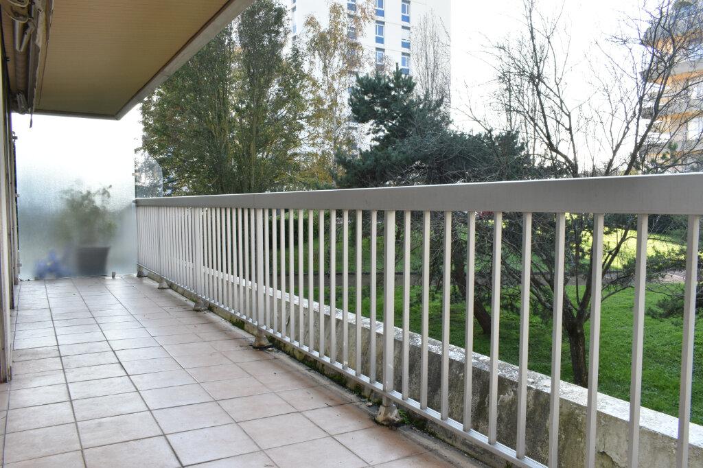 Appartement à louer 3 61.97m2 à La Rochelle vignette-5