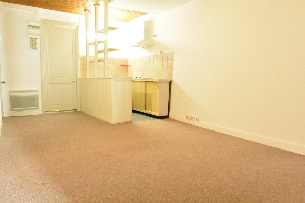 Appartement à louer 1 43.3m2 à La Rochelle vignette-3