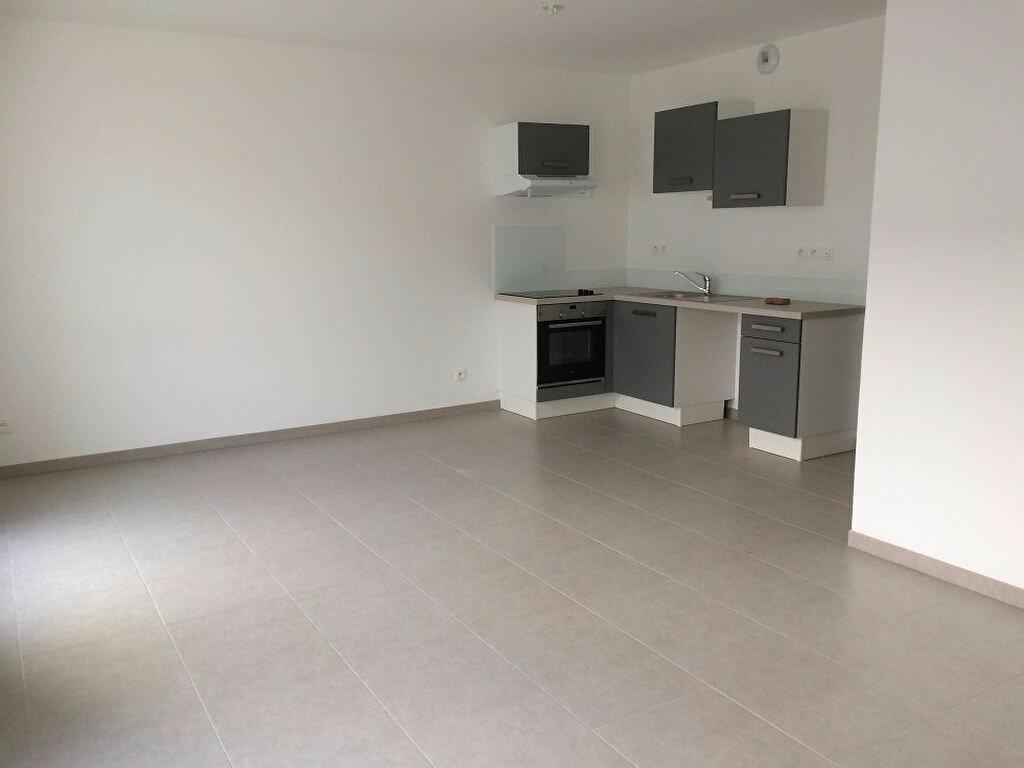 Appartement à louer 3 68.31m2 à Nieul-sur-Mer vignette-1