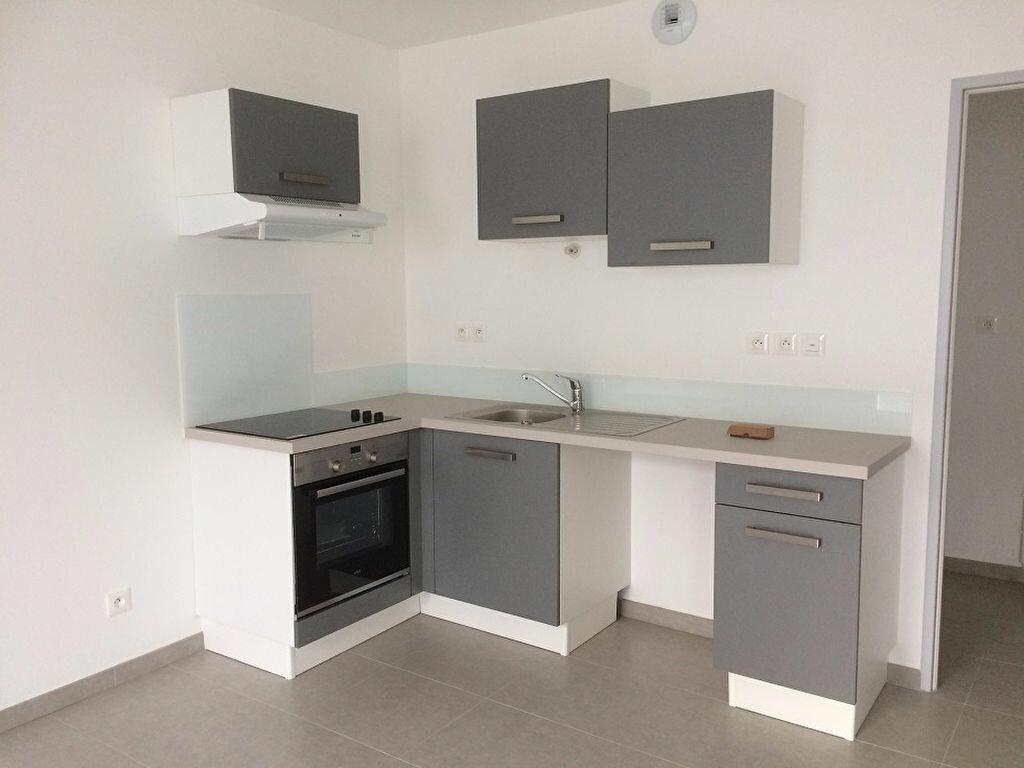 Appartement à louer 3 68.31m2 à Nieul-sur-Mer vignette-2
