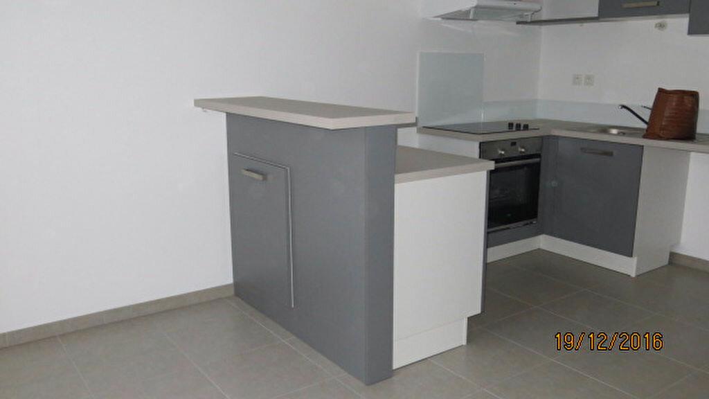 Appartement à louer 3 68.31m2 à Nieul-sur-Mer vignette-3