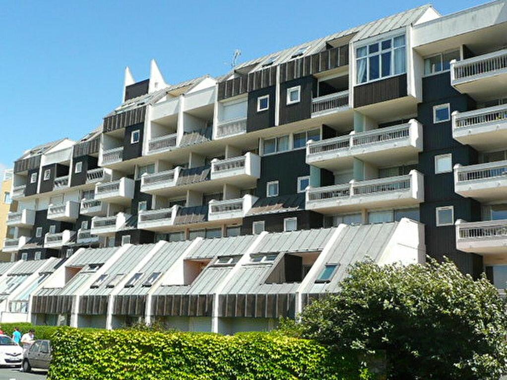 Appartement à louer 1 23.8m2 à La Rochelle vignette-1