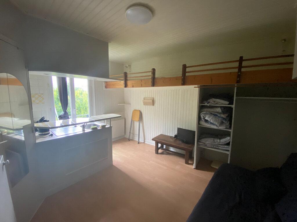 Appartement à louer 1 17m2 à Saint-Denis vignette-1