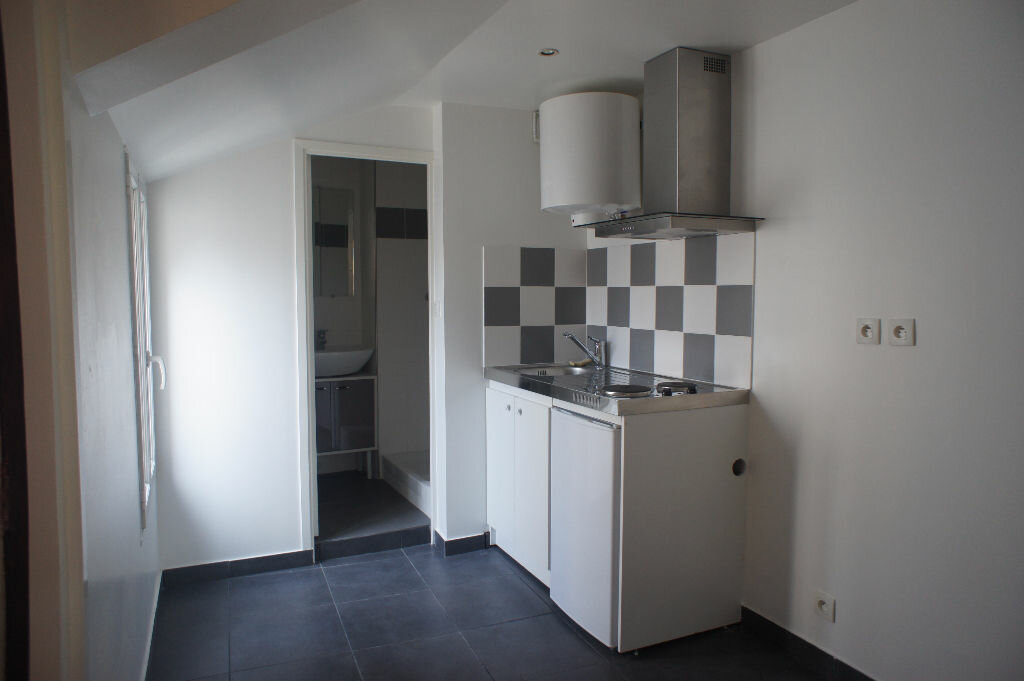 Appartement à louer 1 20m2 à Saint-Denis vignette-1
