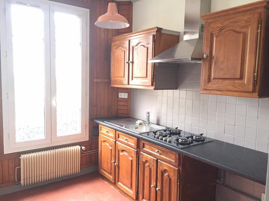 Appartement à louer 1 27m2 à Aubervilliers vignette-2