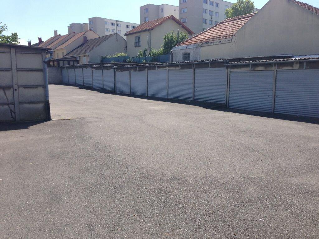 Stationnement à louer 0 12m2 à Saint-Denis vignette-2